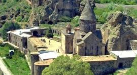 Armenia entre valles y monasterios
