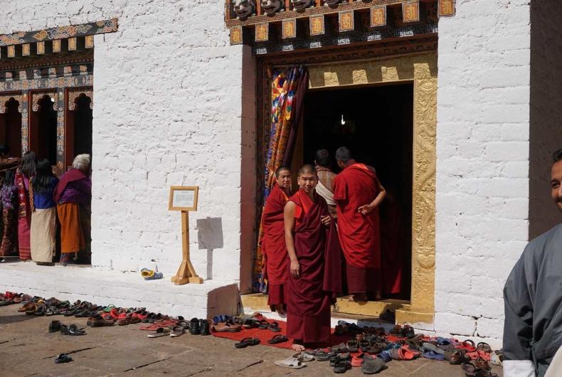 Rutas Por Bután - Monjes