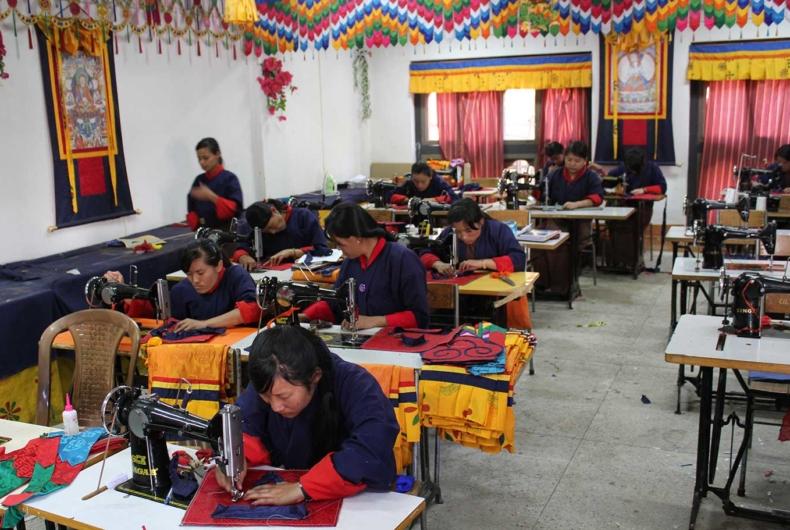 Trajes Típicos De Bután - Viajes Y Circuitos A Bután