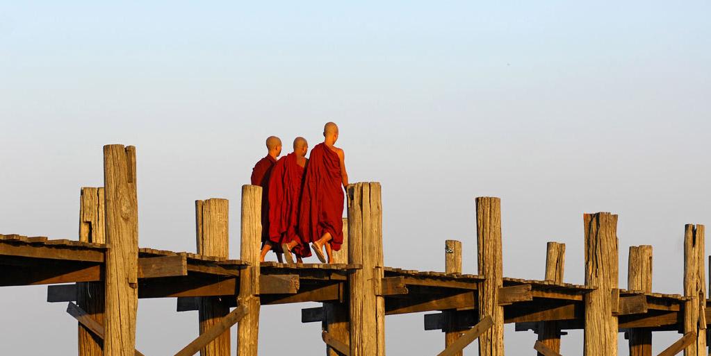 Monjes-de-paseo-Myanmar
