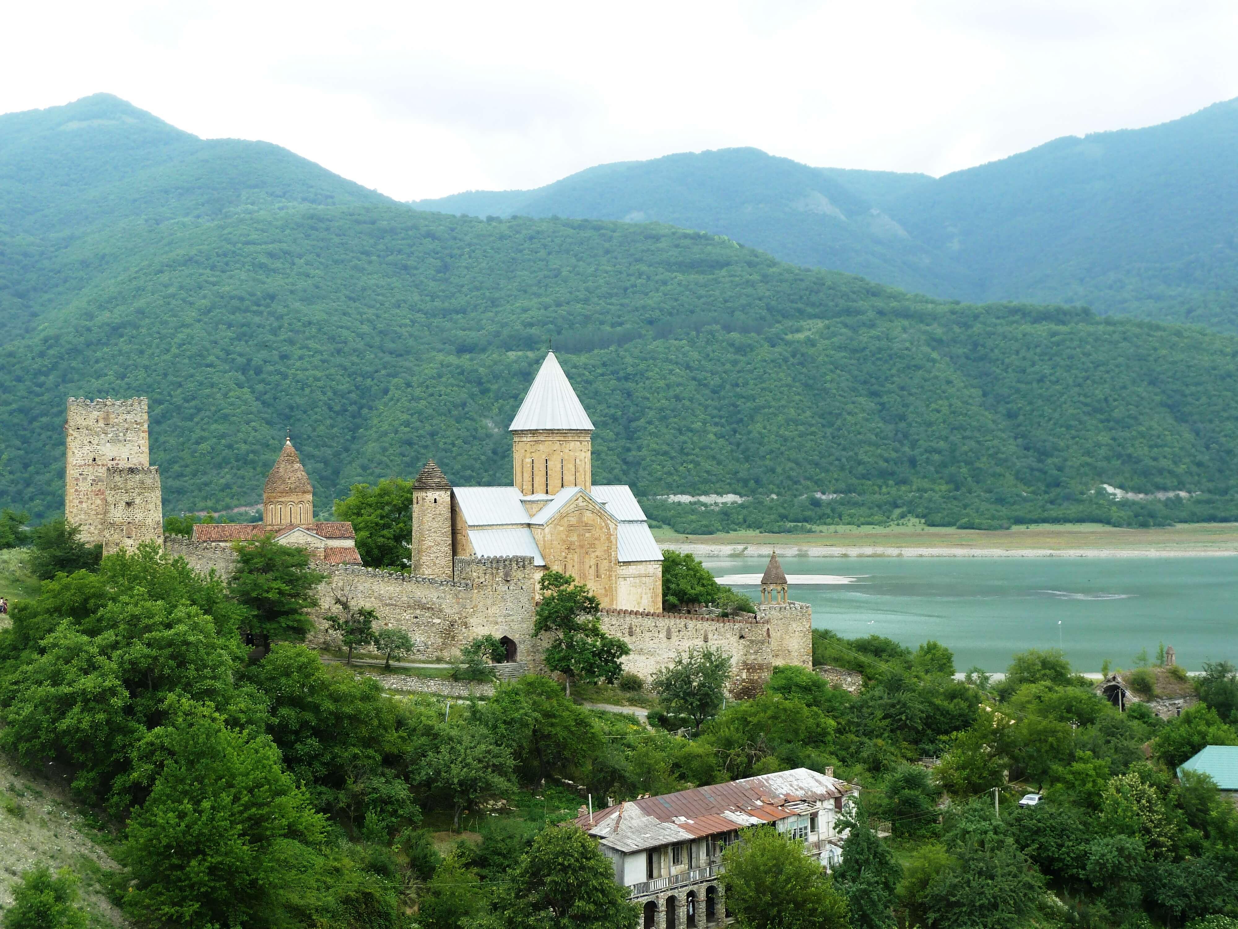 Ananuri-Viaje-cultural-a-Georgia
